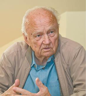 Marijampolietis Vytautas Valaitis apie žydų bendruomenę atsiliepia teigiamai, tačiau atsiminimų apie Marijampolės žydus turintis nedaug – jis buvo vaikas, kai jie buvo pradėti naikinti.