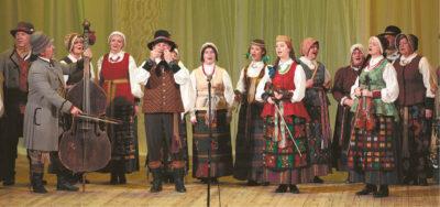 """Kalvarijos folkloro ansamblio """"Diemedis"""" repertuare – ir Seinų, ir Punsko, ir Lazdijų, ir Alytaus krašte surinkti dainuojamosios tautosakos kūriniai."""