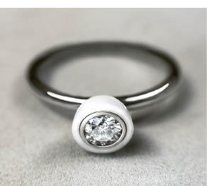 Dominyko juvelyrikos pavyzdys – žiedas su cirkoniu.