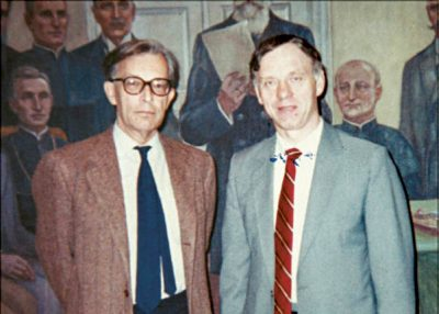 1990-aisiais signataras J. Mačys JAV, Vašingtone, susitiko su Lietuvos Respublikos atstovu Vašingtone ir prie Šventojo Sosto Stasiu Lozoraičiu.