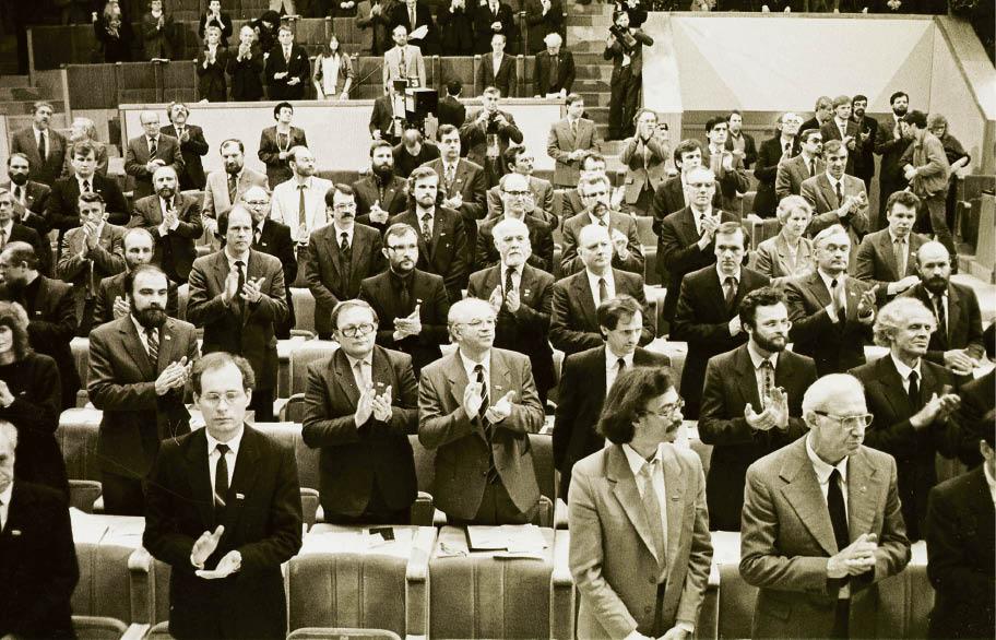 1990-aisiais valstybę atkūrė Aukščiausiosios Tarybos (Atkuriamojo Seimo) deputatai