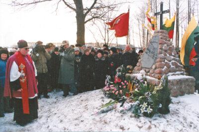 Paminklą Tauro apygardos vadui ir jo bendražygiams 1998 m. vasario 1 d. pašventino mons. Alfonsas Svarinskas.
