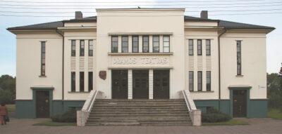 Vokiečių okupacijos metais oficialiai atidarytuose rūmuose 1992 m. įkurtas Marijampolės municipalinis dramos teatras.