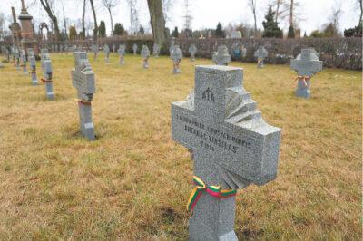 Marijampoliečiai gerbia žuvusių savanorių atminimą.
