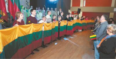 Su vėliavomis išsirikiavo Liudvinavo seniūnijos bendruomenių pirmininkai ir seniūnaičiai.