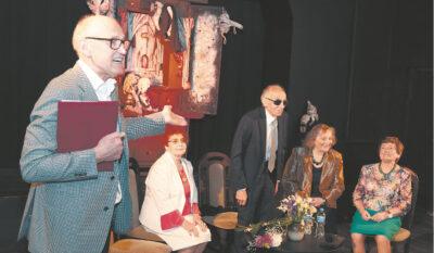 Sigitas Klibavičius pristato Kauno lėlių teatro legendas: Ireną ir Algimantą Stankevičius, Reginą Čeponienę, Adą Ignatavičienę.