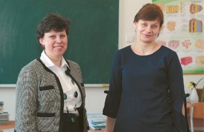Mokytojos Laima Žakienė ir Rita Dijokienė sako, kad vaikams praktinė veikla įdomiau, negu sausos paskaitos.