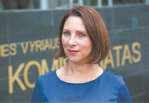 Marijampolės apskr. VPK Komunikacijos grupės specialistė D. Klimavičienė pataria niekuomet neskubėti vykdyti nepažįstamų asmenų prašymų ar reikalavimų.