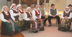 """Liepos 3-ąją kartu su kitais folkloro kolektyvais """"Gijos"""" ansamblis (vadovė Danė Jančienė) dalyvauja programoje """"Didžių žmonių žemė""""."""