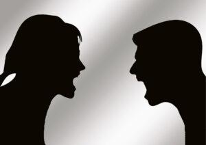 Kai dvi konfliktuojančios pusės visiškai nesiklauso viena kitos ir nemato reikalo to daryti, būtų gerai, kad į konfliktą įsikištų trečias asmuo ir priverstų oponentus išklausyti vienas kitą. Negirdėdami vienas kito konfliktuojantys gali tik dar labiau įklimpti į ginčą.