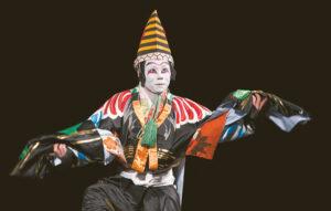 Šokyje – ir tradiciniai kabuki teatro elementai.
