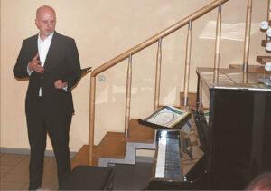 Rečitalį parengęs pianistas Arnoldas Jasevičius džiaugėsi, kad atsirado geras instrumentas – jų pas mus dar vis reta...