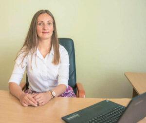 Justina Šimanauskaitė pastebi, kad priklausomų asmenų artimiesiems labai svarbu tinkamai reaguoti į šią problemą, paskatinti sergantįjį ieškoti išeities.