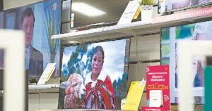 Televizija – vis dar dažniausiai naudojamas kanalas informacijai sužinoti.