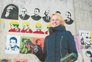 Marijampolietė menininkė Ieva Olimpija Voroneckytė sako, kad kūrybiškumas – jos gyvenimo būdas, o į įvairius menus žiūrinti ne tik kaip į saviraiškos, bet ir kovos su blogiu priemonę.
