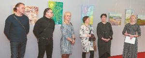 Parodos atidaryme dalyvavo ne visi autoriai (Aušrinė Dubauskienė dešinėje), bet visų paveikslai buvo aptarti.