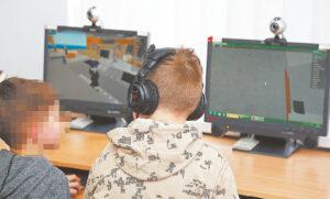 Vaikai šiandien prie kompiuterių praleidžia labai daug laiko, plačiai naudojasi medijomis. O jos gali padėti paįvairinti ir mokymo procesą.