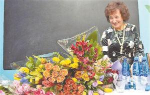 Plojimai, šypsenos – ir daugybė gėlių lauktai viešniai...