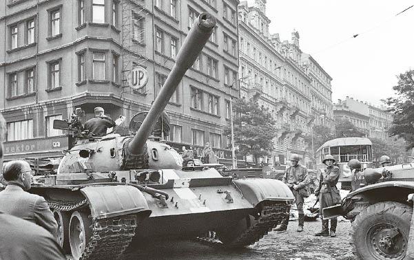 1968 metų atgarsis: Kremliaus ruporai vis dar didžiuojasi tankais Prahos gatvėse