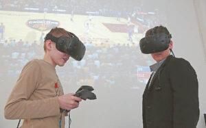 Virtualios realybės įranga labiausiai domina jaunimą.