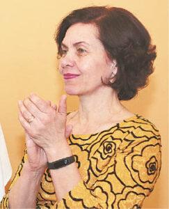 Asta Volungevičienė gėrėjosi ir šokėjų rūbais: Leipalingio šokėjų vadovė pati išsiuvinėjo gražiąsias prijuostes...