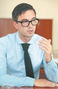 Marijampolės pirminės sveikatos priežiūros centro Palaikomojo gydymo ir slaugos skyriaus direktorius Mantas Čėsna įsitikinęs, kad slauga jų skyriuje teikiama kvalifikuotai.