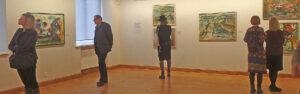 Ekspozicija išdėstyta didelėje erdvėje, keliose salėse, tad ir matyti paveikslai atrodo kitaip...