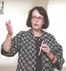 Menotyrininkė Rasa Žukienė akcentavo, kad Evos Kubbos darbai turi vertę Australijoje ir visame pasaulyje.