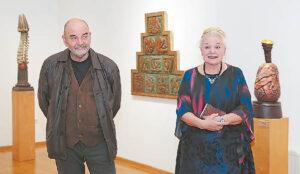 """""""Labiausiai džiaugiamės savo krašto žmonėmis ir jų kūryba"""", – pristatydama Alių Berdenkovą sakė Onutė Surdokienė."""