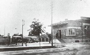 Autobusai 1932 metais pastatytoje Marijampolės autobusų stotyje.
