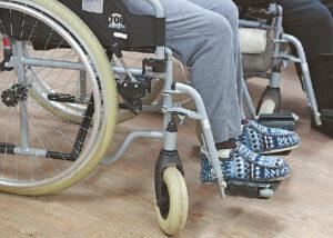 Siekiant pagerinti neįgaliųjų integracijos į darbo rinką rezultatus, ketinama įvesti neįgaliųjų įdarbinimo kvotas. Iš pradžių viešajame sektoriuje, vėliau galbūt ir privačiame.