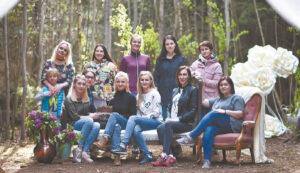 Dalis fotosesijos Šunskų miške autorių.