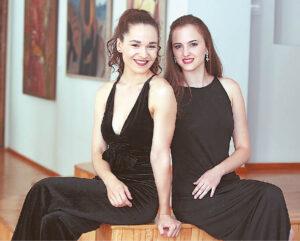 Kamilė (kairėje) į tėviškę atvežė Kroatijos spalvų ir melodijų.