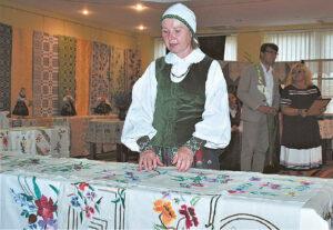 Vita Gvazdaitienė eksponatus parodai rinko ir jų kūrėjus ar jau išėjusių anapus artimuosius kalbino ilgai.