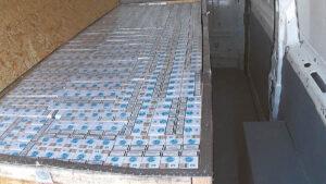 Šį cigarečių krovinį muitinės pareigūnai aptiko, kai nutarė patikrinti, ar tikrai karste gabenamas mirusio žmogaus kūnas.