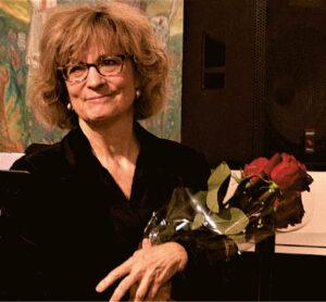 Aplodismentai ir gėlės – klausytojų padėka už originalų koncertą.