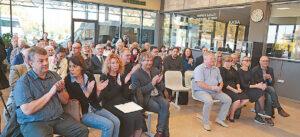 Autobusų parko direktorė norėtų, kad laukiamojoje salėje kasdien būtų tiek žmonių, kiek jų buvo atėję į knygos pristatymą.