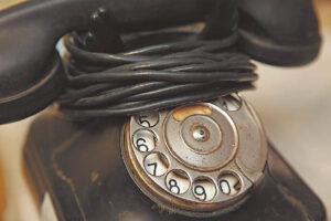 Nacionalinis kibernetinio saugumo centras pataria būti budriems ir parsisiunčiant bet kokias programėles į telefoną atidžiai skaityti jų naudojimo taisykles. Išmanieji – nebe paprasti laidiniai telefonai. Jie tarsi kompiuteriai, kupini informacijos, kurią abejotino saugumo aplikacijos gali naudoti, matyti, keisti.
