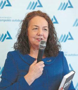 Marijampolės autobusų parko direktorė Dalytė Venčkauskienė dėkojo knygos autoriui už svajonės įgyvendinimą.