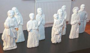 Giedrė Kriaučionytė šioje parodoje pristato veltinio technika sukurtų liaudiškų dievukų rinkinį.