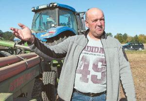 Augalininkystės ūkį turintis Darius Isoda dirvos puoselėjimui taiko kelis būdus: sėjomainą, kalkinimą ir beariminę žemdirbystę.