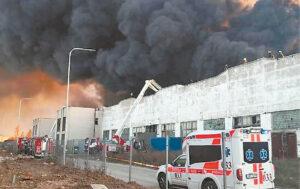 Spalio viduryje padangų perdirbimo gamykloje kilęs gaisras paralyžiavo žmonių gyvenimus.