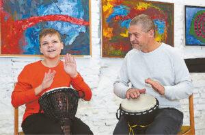 Parodos autorius Grantas Lisauskas atliko muzikos kūrinį su muzikos pedagogu ir kūrėju Linu Švirinu.