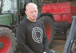 Ūkininkas Mindaugas Vaišnys dirvą puoselėja taisyklingai ardamas. Anot jo, 20 cm gylio vaga podirvio į paviršių neiškelia.