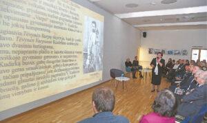 """Apie tautinio atgimimo laikraščio """"Varpas"""" reikšmę pranešimą padarė Rygiškių Jono gimnazijos muziejaus vadovė Judita Zubavičienė."""