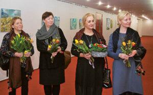 Tiek autorių dalyvavo parodos atidaryme (Aušrinė Dubauskienė dešinėje).