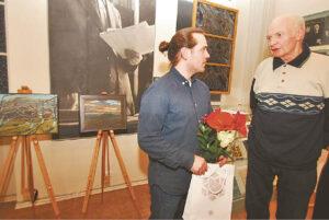 Poeto brolio Antano sūnus Alfonsas (dešinėje), gyvenantis Pilotiškėse, muziejuje vėl susitiko su dailininku Petru Lincevičiumi.