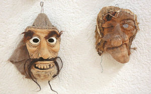 Sauliaus Tamulio kaukės įkvėpė ateiti į Užgavėnes su savo kurta kauke. Ričardo PASILIAUSKO nuotraukos