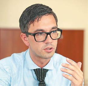 Marijampolės pirminės sveikatos priežiūros centro direktorius Mantas Čėsna sutinka, kad pasaulis pandemiją įveiktų greičiau, jei žmonės būtų tiriami dažniau.