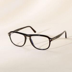 Padėsime Jums prisitaikyti akinius ir stilingai su jais atrodyti tiek trumparegystės, tiek toliaregystės, tiek presbiopijos, tiek astigmatizmo atveju.
